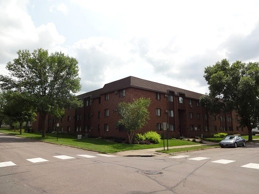 33 6th Ave N, Hopkins MN 55343 - 48 units: 1 & 2 BRs